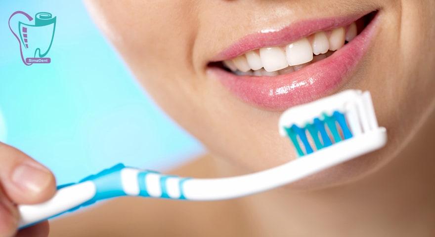 عواملی که خاصیت آنتی باکتریال داشته باشند، کارآیی خمیر دندان را افزایش می دهند.