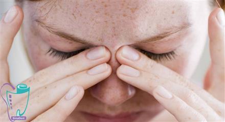درد ممتد و فشار در دندانهای بالا و ناحیه سینوسهای یک یا دو طرف صورت