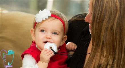 حلقه دندانگیر در اختیار کودک قرار بدهید